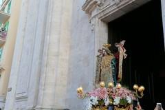 La Madonna dei Martiri fuori dalla Cattedrale: in corso la processione di rientro in Basilica