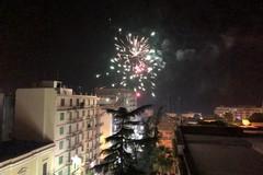 """Botti e fuochi d'artificio: Molfetta """"omaggia"""" così il 2020"""