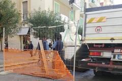 A Corso Umberto ancora opere d'arte. Continua l'installazione