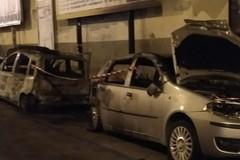 Notte infernale a Molfetta: in fiamme due auto, altrettante danneggiate