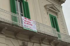 Scuole paritarie in crisi, striscioni - protesta anche a Molfetta
