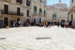 Chi nei parchi chiusi, chi assembrato in piazza, chi in spiaggia: il weekend a Molfetta