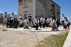 """I volontari di """"2hands"""" raccolgono 180 kg di rifiuti in Località Torre Gavetone"""