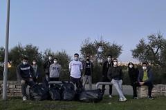 Undici volontari di Molfetta raccolgono 45 chili di rifiuti nella zona del Pulo