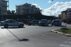 Nuovo incidente al solito incrocio: due auto coinvolte