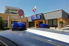 Alla Polizia Locale i bastoni distanziatori. Ma non tutti sono d'accordo