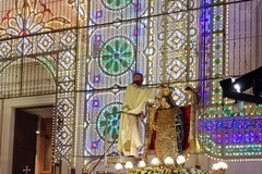 Festa patronale, Padre Alessandro incorona la Madonna dei Martiri