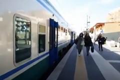 Incendio alle porte di Bari, treni in tilt. Rallentamenti fino a 90 minuti