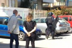 Uomo si barrica in casa: è armato. In corso le trattative con i Carabinieri