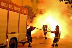 Notte di roghi in via Crocifisso e D'Acquisto