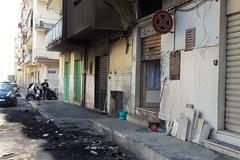 Notte di fuoco in via Azzollini: auto in fiamme, sei intossicati