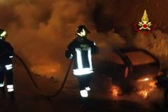 Ancora fiamme, due auto incendiate in via Madonna dei Martiri