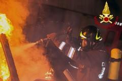 Auto in fiamme in via Paniscotti