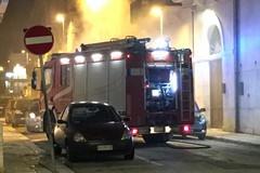 Torna l'incubo incendi, due auto in fiamme in via Manzoni