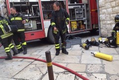 In Vico Catacombe, incendio in un appartamento. Un morto in un altro