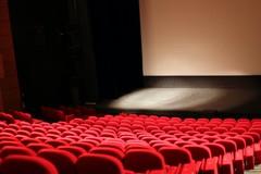 Da oggi ritorno alla normalità per cinema, teatri e musei. E riaprono le discoteche