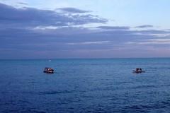Uomo in mare si rifiuta di tornare a riva