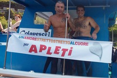 Michele Amato attraversa a nuoto lo stretto di Messina