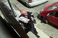 Scippato un anziano: ecco il ladro, chi lo riconosce?
