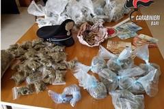 In casa un chilo e mezzo di marijuana e proiettili. Un arresto