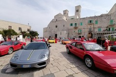 """Il Cavallino rampante all'ombra del Duomo per """"Molfetta in Ferrari"""""""