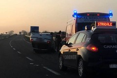 Ennesimo incidente: un'auto si ribalta sulla 16 bis