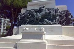 Vandalizzato il Monumento ai Caduti: rubata lampada votiva