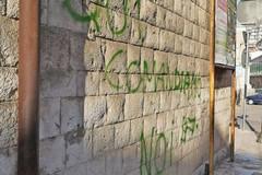 """""""Qui comandiamo noi"""". Il sindaco fa rimuovere la frase in via Pansini"""
