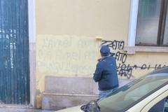 Rimossa frase sessista e violenta sul muro di una scuola di Molfetta