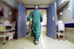 Comitato per l'ospedale unico a Emiliano: «Faccia presto e bene»