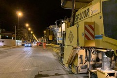 Procedono i lavori notturni per il piano strade su Via Terlizzi