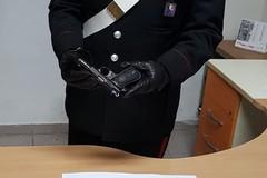 In giro in auto armato di pistola: in manette 19enne molfettese
