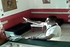 Esplode colpi di pistola in un bar