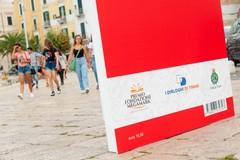Cinque libri giganti sul porto di Trani grazie alla Fondazione Megamark