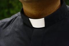 Avv. De Finis: «Nessun rapporto intimo tra il parroco di Molfetta e l'imputato»
