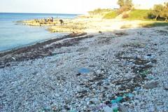 Siringhe usate e gettate vie sulla spiaggia: accade alla Prima Cala