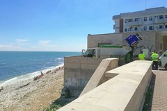 Pulizia spiagge a Molfetta, uomini e mezzi impegnati alla Bussola
