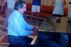 Un turista al pianoforte suona Chopin: è Riccardo Muti
