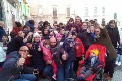 Sorrisi e doni per i bambini, il san Nicola del Gruppo di Volontariato Vincenziano