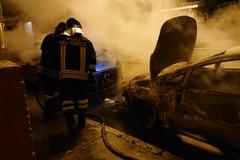 Ancora un rogo a mezzanotte, le fiamme distruggono una Fiat Bravo