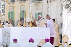 Il Papa a Molfetta: le immagini più belle dell'evento