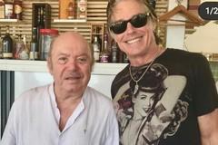 """Da Hollywood a Molfetta. Ronn Moss e quel pranzo al """"Ristorante Adriatico"""" con Lino Banfi"""