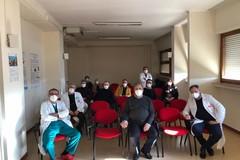 Tommaso Minervini in visita all'ospedale di Molfetta per ringraziare i sanitari