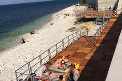 """Da pedane contro barriere architettoniche a """"lettino"""" per la tintarella: inciviltà sulle spiagge di Molfetta"""