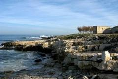Ordigno a 1 metro dalla costa, messa in sicurezza la spiaggia di Torre Gavetone