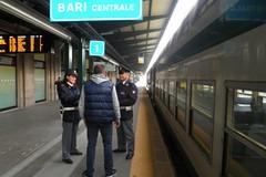 Viaggio da incubo: sul treno diventa vittima di molestie sessuali