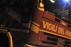 Un incendio nel cuore della notte: le fiamme colpiscono l'ennesima auto