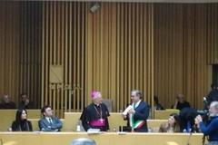 Monsignor Cornacchia visita il Consiglio Comunale di Molfetta