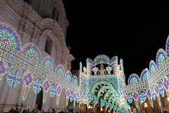 La festa patronale di Molfetta inizia con l'accensione delle luminarie