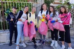 """Impegno per una Molfetta più pulita: iniziativa autonoma di alcune alunne dell'Istituto """"Scardigno-Savio"""""""
